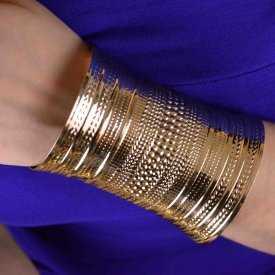 """Bracelet-manchette """"Lines"""" en métal doré"""