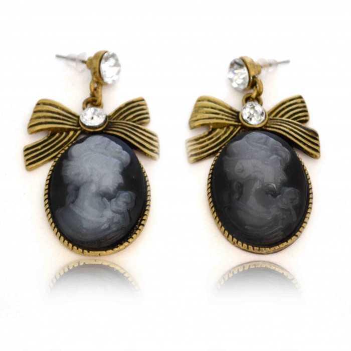 """Boucles d'oreilles fantaisie """"Camée"""" en métal doré, strass et résine"""
