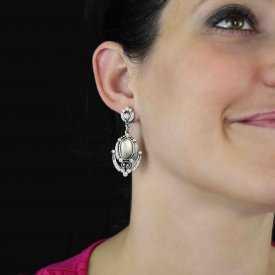 """Boucles d'oreilles """"Ikita - Mélusine"""" en métal argenté, nacre et strass"""