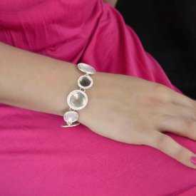 """Bracelet fantaisie """"Ikita - Community"""" en métal argenté et nacre"""