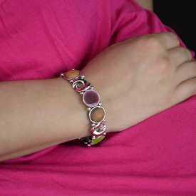 """Bracelet élastiqué """"Ikita - Légèreté"""" en métal argenté, bois et émail"""