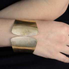 """Bracelet-manchette """"Tryss"""" en métal doré"""