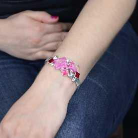 """Bracelet """"Ikita - Squares"""" élastiqué en métal argenté, résine et émail"""