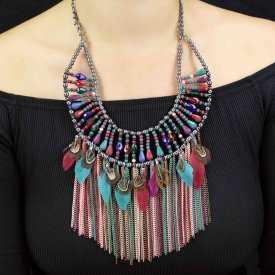 """Collier """"Tribal Style - Saidi"""" en métal argenté, chaînes de métal colorées, perles et plumes"""