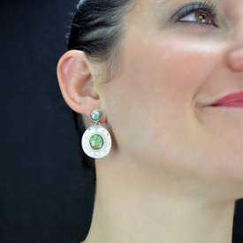 """Boucles d'oreilles """"Ikita - Cap's"""" en métal argenté et nacre"""