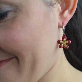 """Boucles d'oreilles """"Ikita - Daisy"""" en métal argenté et doré, et métal peint"""