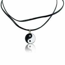 """Collier """"Yin & Yang"""" en métal argenté, émail et cordon de cuir"""