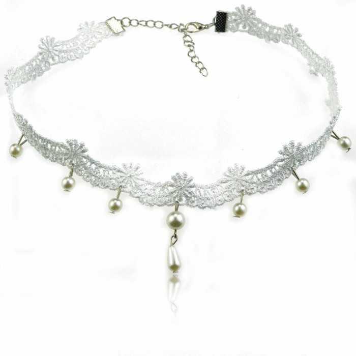 """Collier Elégance"""" en métal argenté, dentelle et perles"""