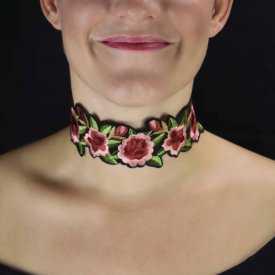 """Collier """"Flower Tattoo"""" en métal argenté et tissu"""