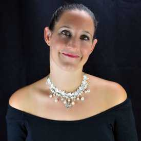 """Collier """"White Pearl"""" en métal argenté, dentelle et perles"""