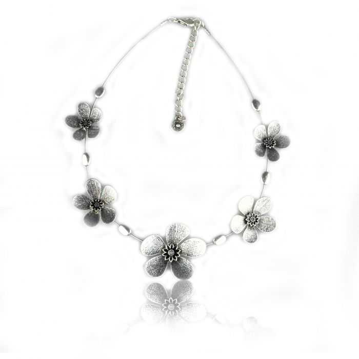 "Collier ""Ikita - Fleur métalisée"" en métal"
