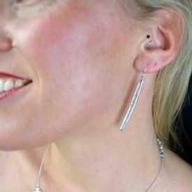 """Boucles d'oreilles fantaisie """"Ikita - Straw"""" en métal argenté et émail"""