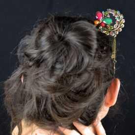 """Pic à cheveux """"Papillon"""" en métal doré vieilli, résine et strass"""