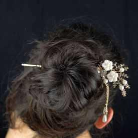 """Pic à cheveux """"Bridal"""" en métal doré rosé, résine, perles de synthèse et strass"""