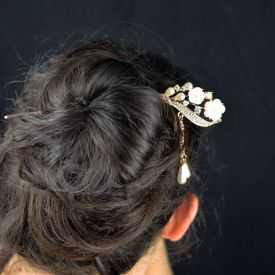 """Pic à cheveux """"Orchydée"""" en métal doré rosé, résine, perles de synthèse et strass"""