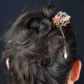"""Pic à cheveux """"Couronne"""" en métal doré, résine et strass"""