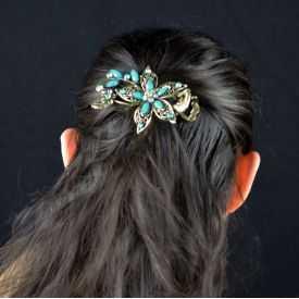 """Pince à cheveux """"Clématite"""" en métal doré vieilli, résine et strass"""