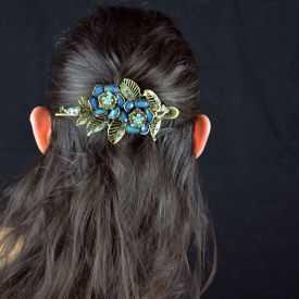 """Pince à cheveux """"Rose"""" en métal doré vieilli, résine et strass"""