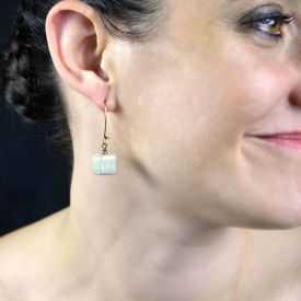 """Boucles d'oreilles """"Christine Alloing - Cubik"""" en laiton et céramique"""