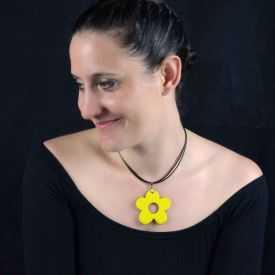 """Collier """"Christine Alloing - Flower"""" en laiton et céramique"""