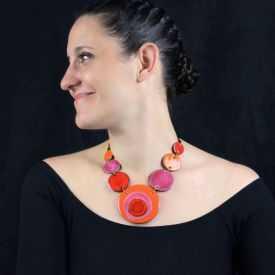 """Collier """"Christine Alloing - Tourbillon 7"""" en laiton et céramique"""