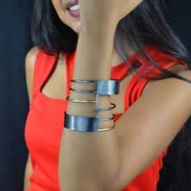 """Bracelet """"Katerina Vassou - Black Armor"""" en métal"""