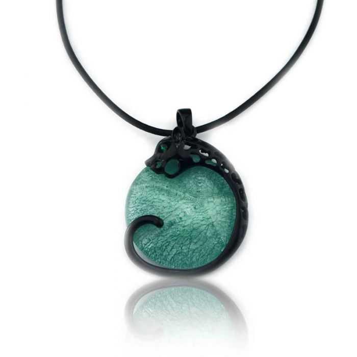 """Collier """"Ikita - Dragon"""" en métal noir et résine, sur cordon"""