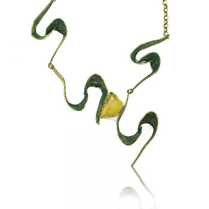 """Collier """"Opus 4 - Olympe"""" en métal doré peint et résine"""