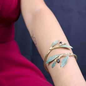 "Bracelet ""Opus 4 - Artémis"" en métal doré peint"