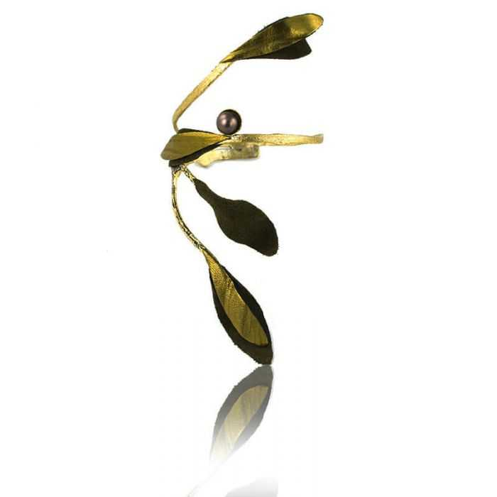 "Bracelet ""Opus 4 - Athéna"" en métal doré vieilli, perle et tissu"