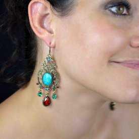 """Boucles d'oreilles orientales """"Sissane"""" en métal doré, résine et strass   Les Bijoux de Camille, bijoux fantaisie pas cher"""